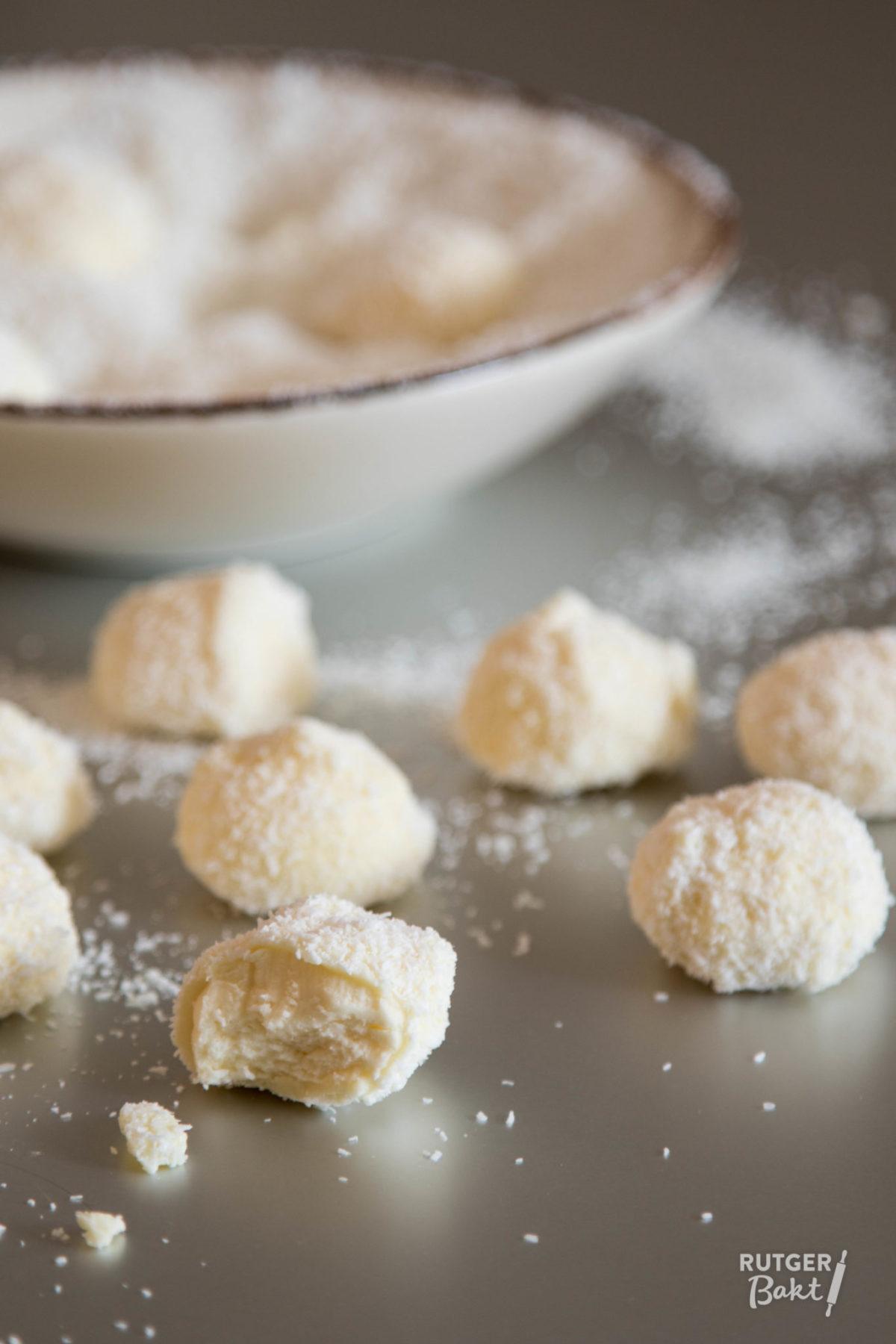 Truffels met kokos, witte chocolade en steranijs – recept