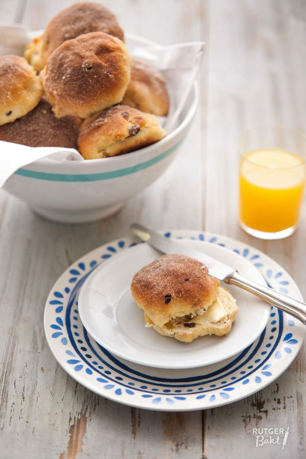 Kwarkbroodjes met rozijnen en abrikozen – recept
