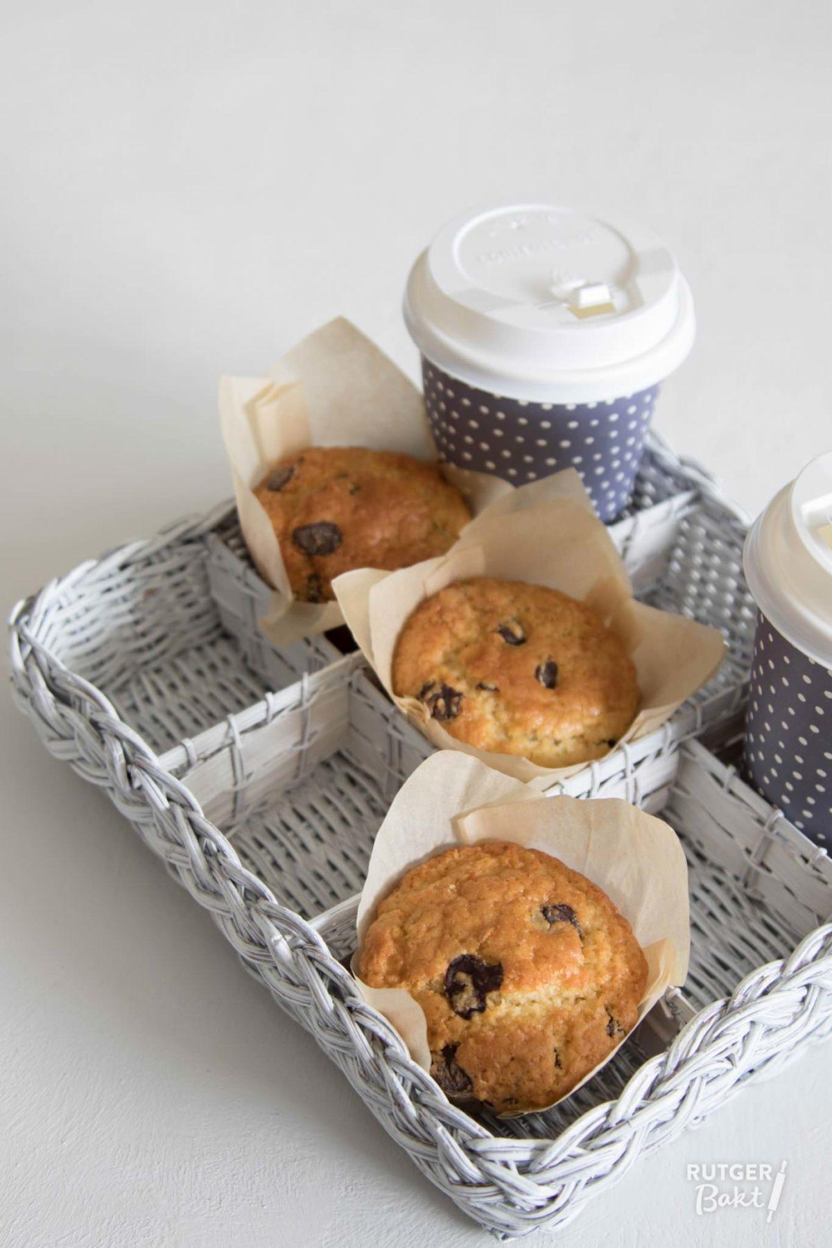 Muffins bakken met sinaasappel en chocoladestukjes