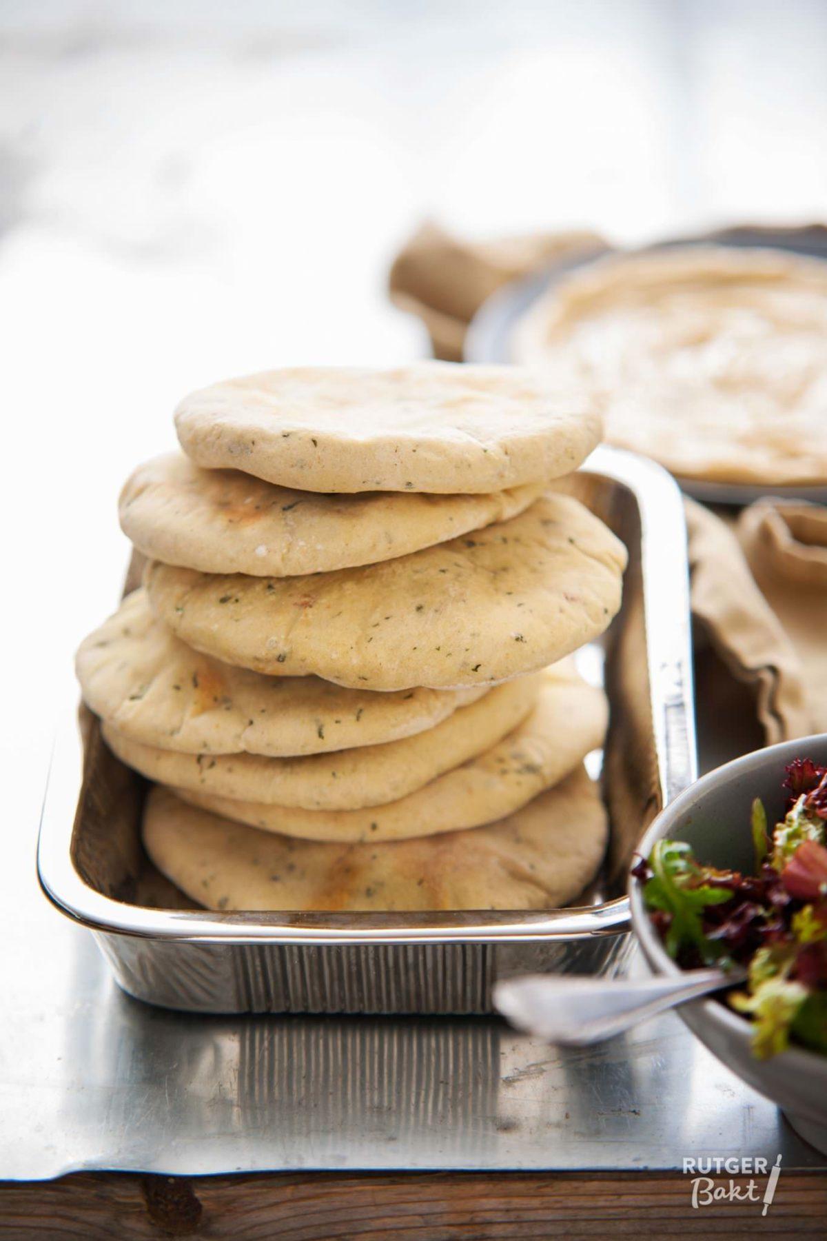Gekruide pita broodjes bakken