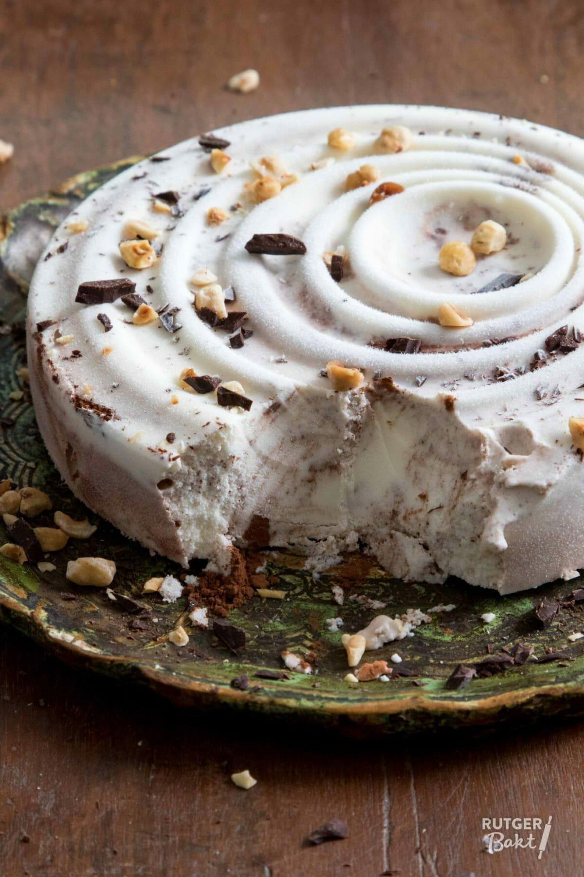 Honing-yoghurtijs met hazelnoten – recept