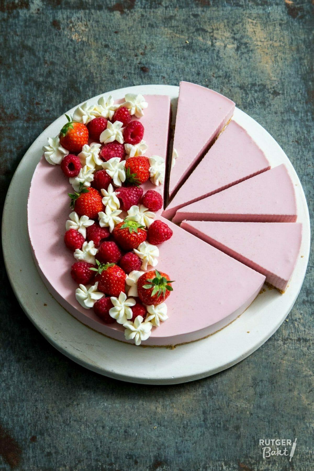 Kwarktaart met aardbeien en frambozen – recept