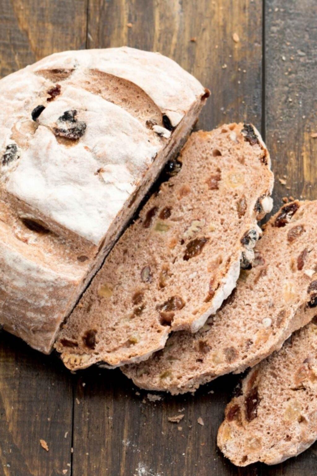 Levientjes, kruidig rozijnen-notenbrood – recept
