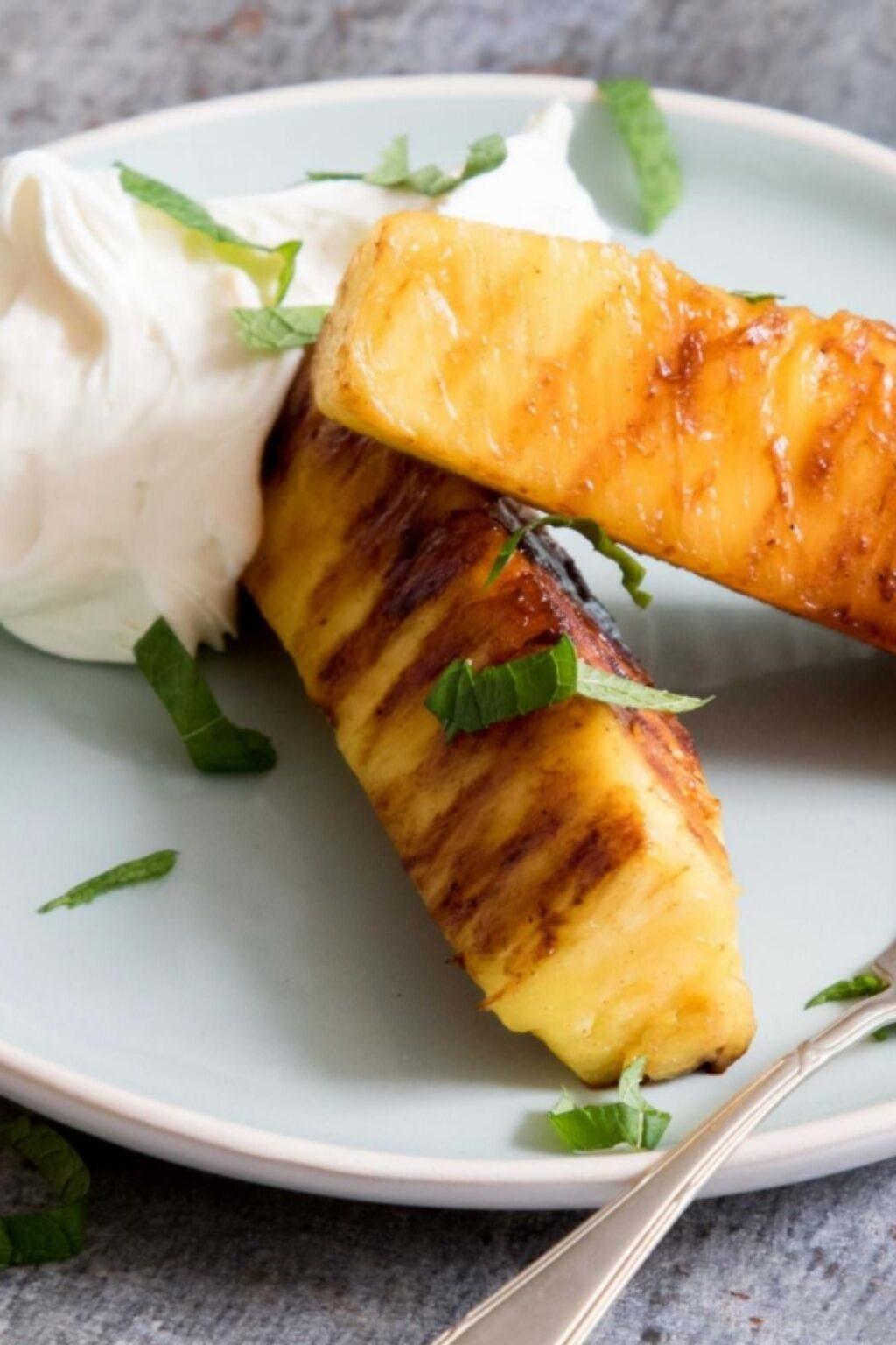 Gegrilde ananas met romige hangop – recept