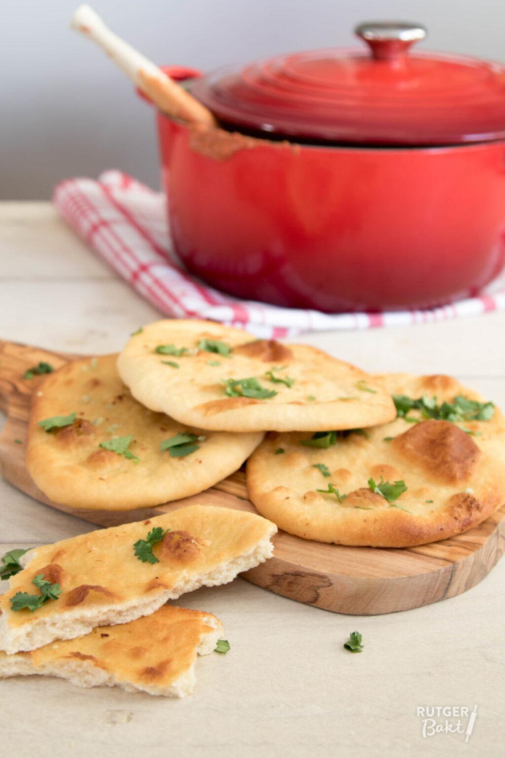 Naan brood met knoflook en koriander – recept