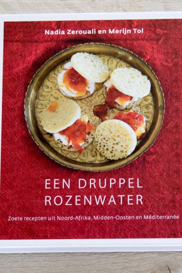 Een druppel rozenwater – review