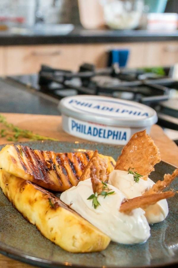 Snelle Philadelphia cheesecake met gegrilde ananas