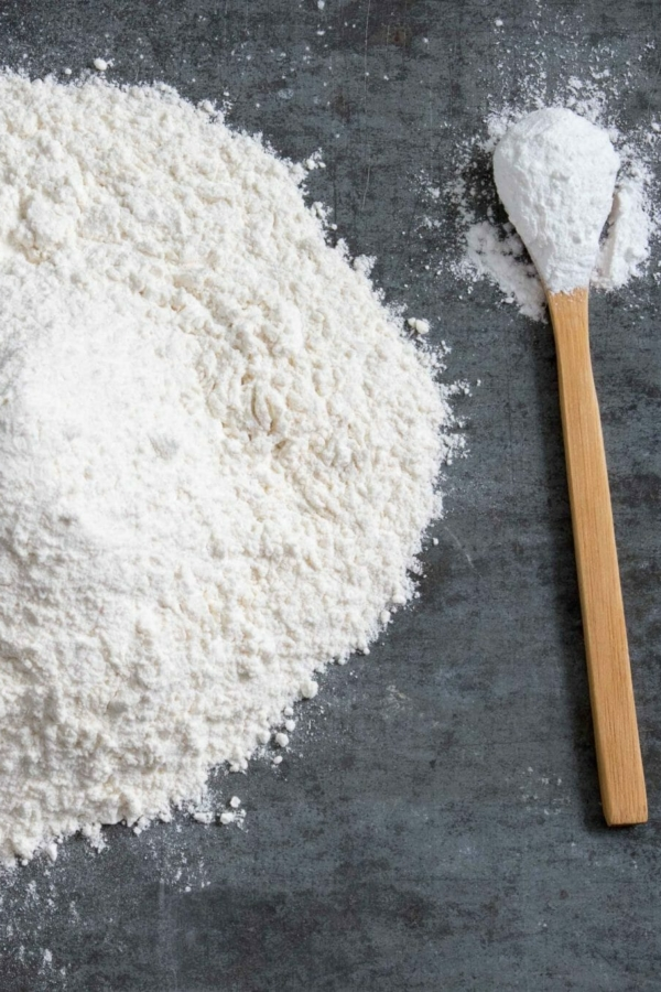 Bloem met bakpoeder of zelfrijzend bakmeel?