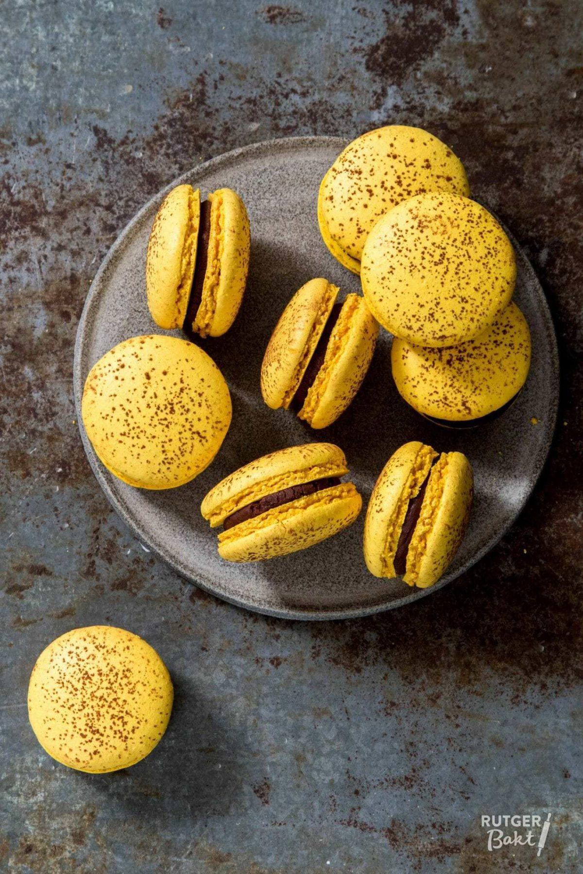 Macarons met passievrucht ganache