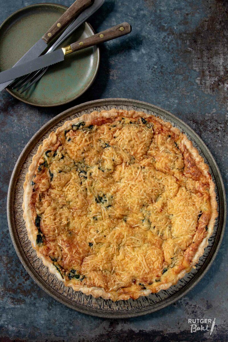 Bladerdeeg quiche met zalm en spinazie