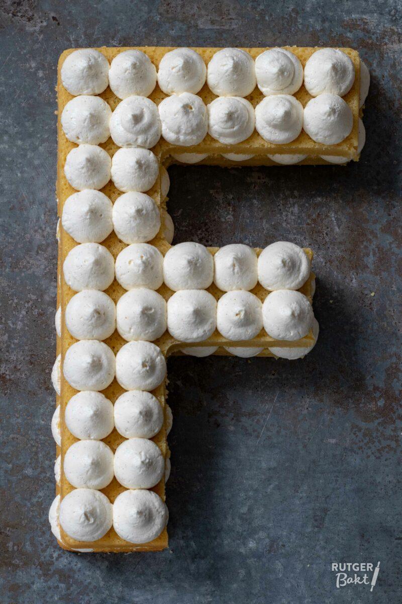 Letter- of cijfertaart met crème – recept