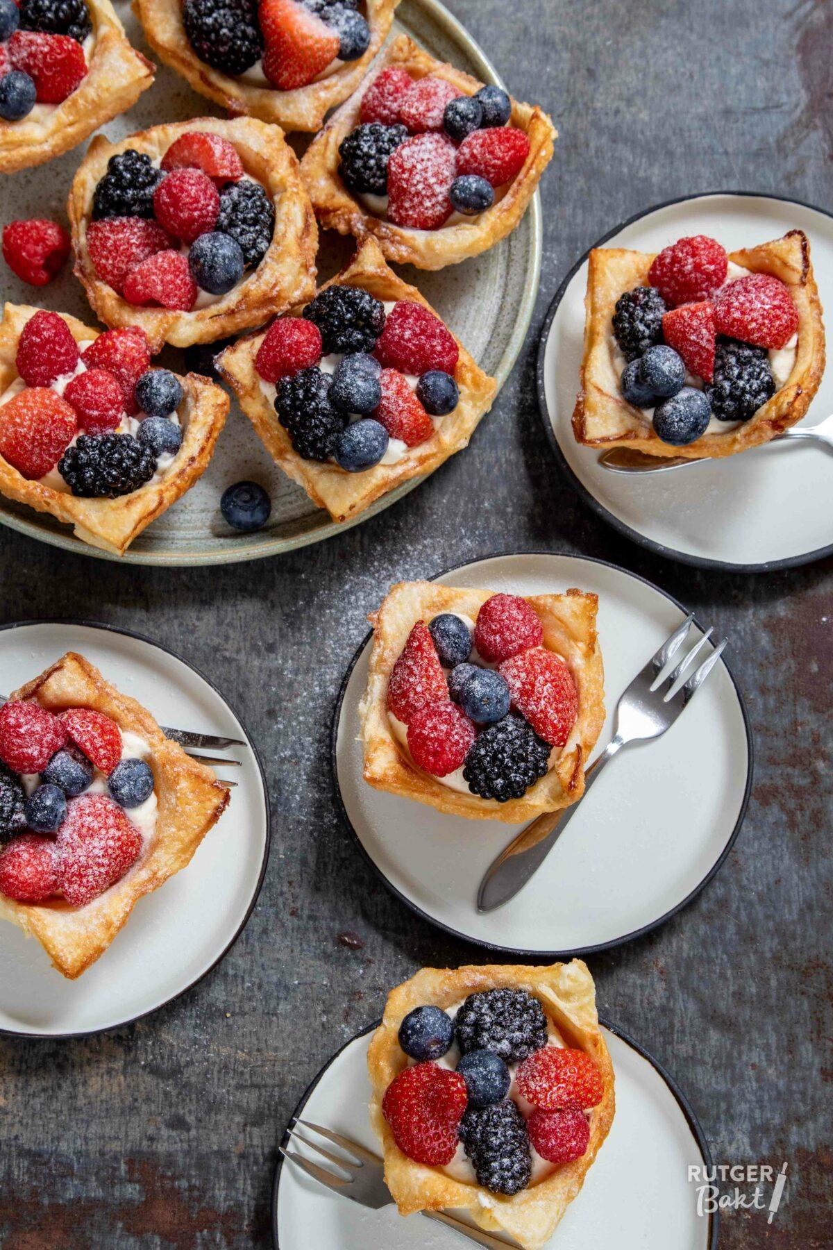 Bladerdeeg bakjes met zomerfruit