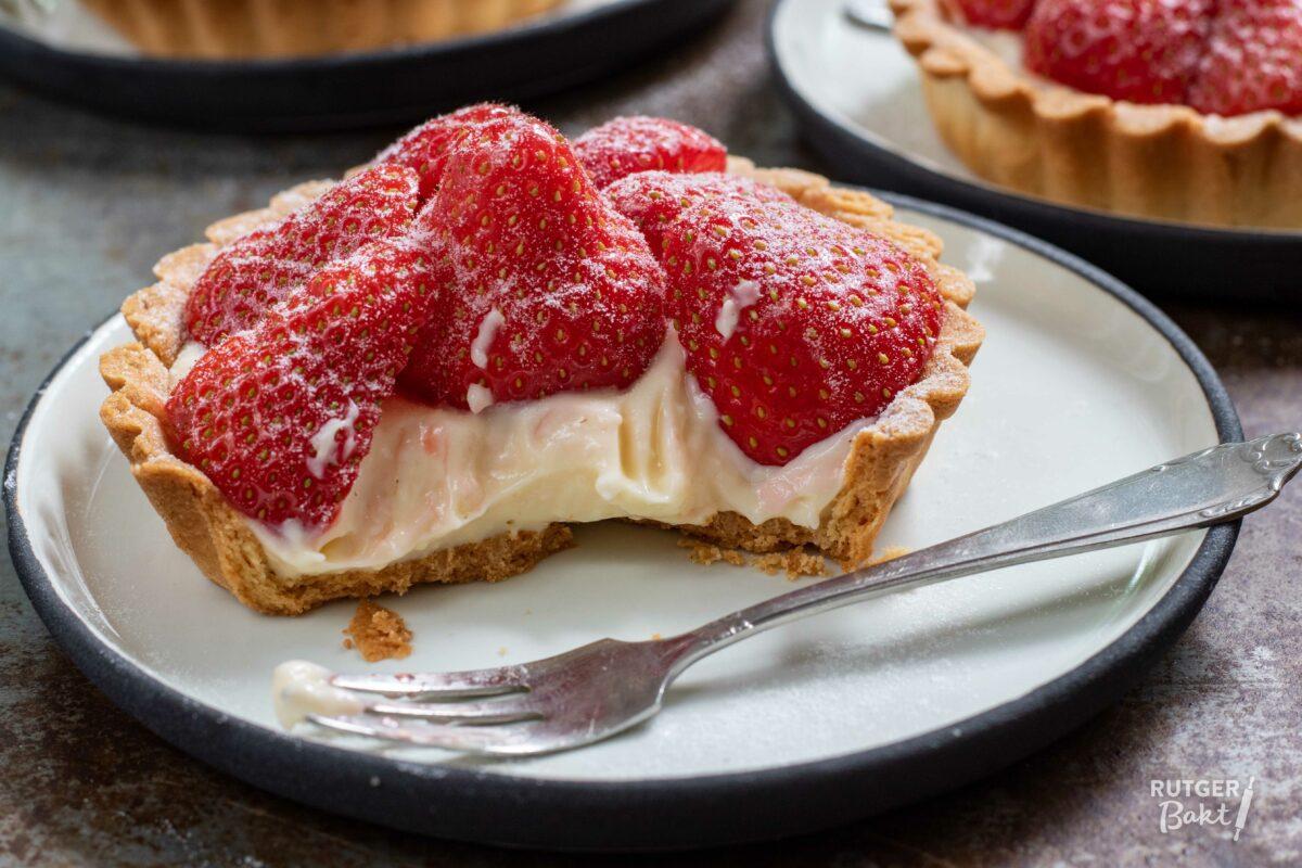 Tartelettes met banketbakkersroom en aardbeien
