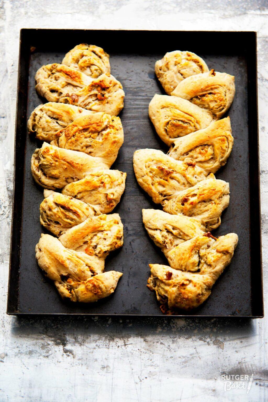 Korenaar met blauwe kaas en walnoten