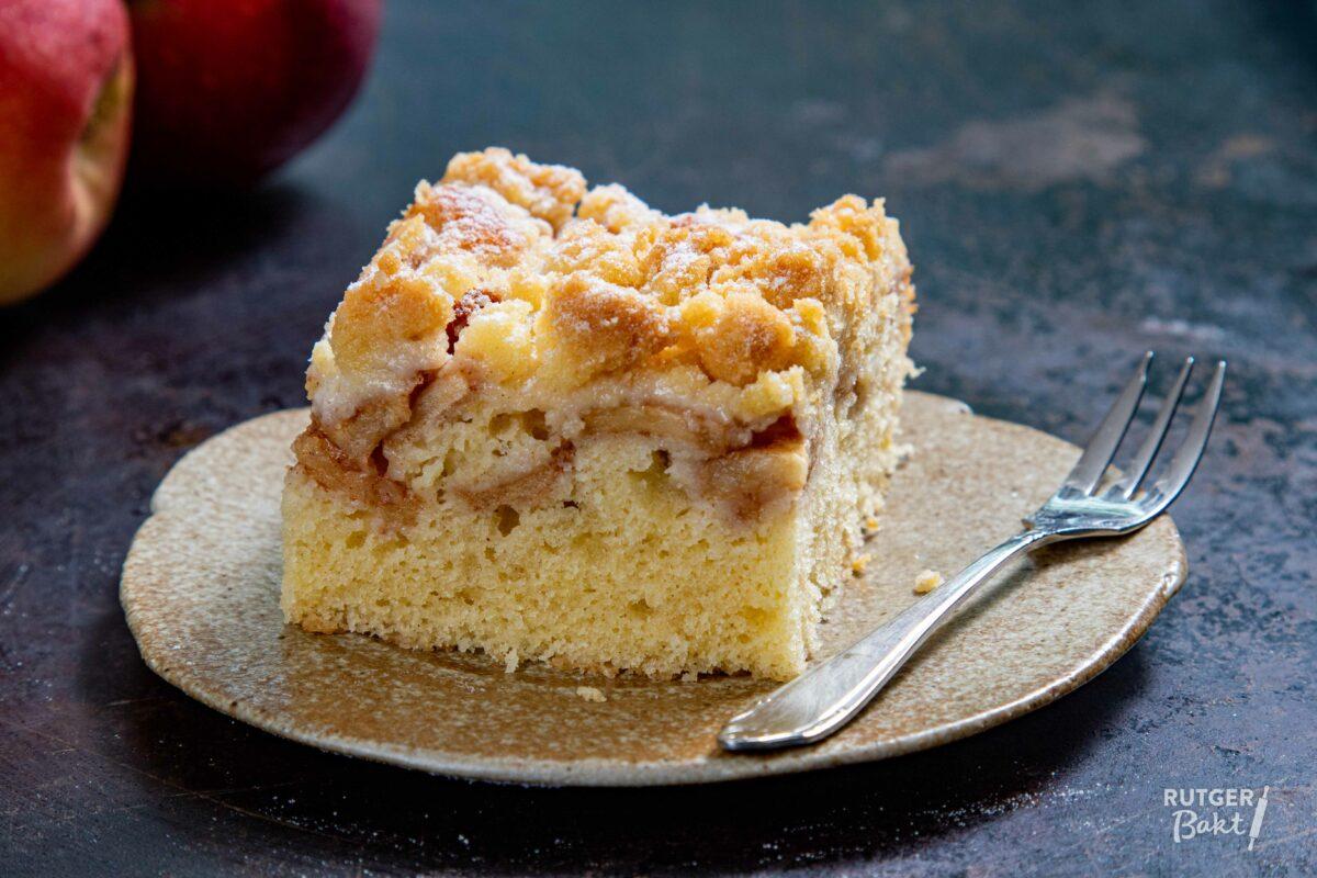 Appel kruimel plaatcake bakken