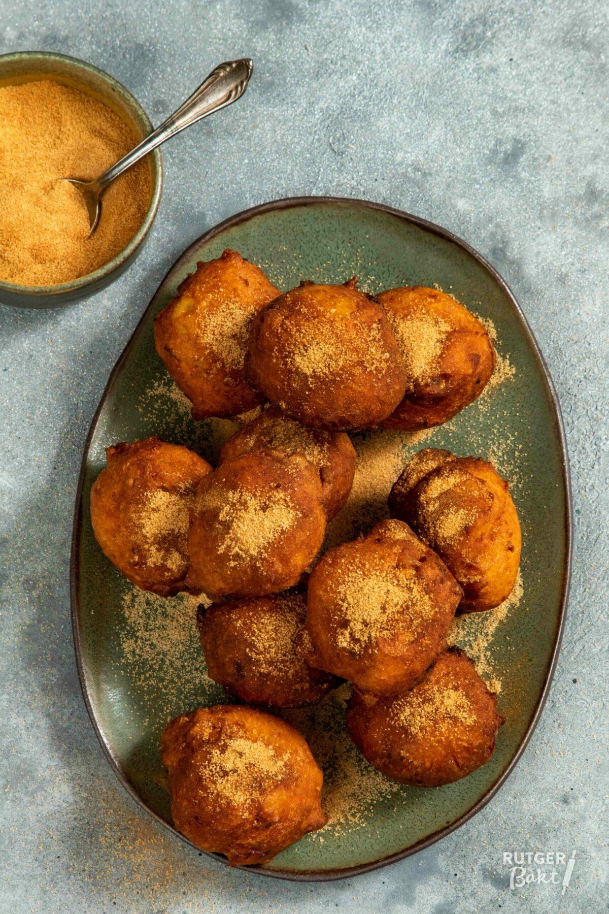 Oliebollen met appel en abrikoos