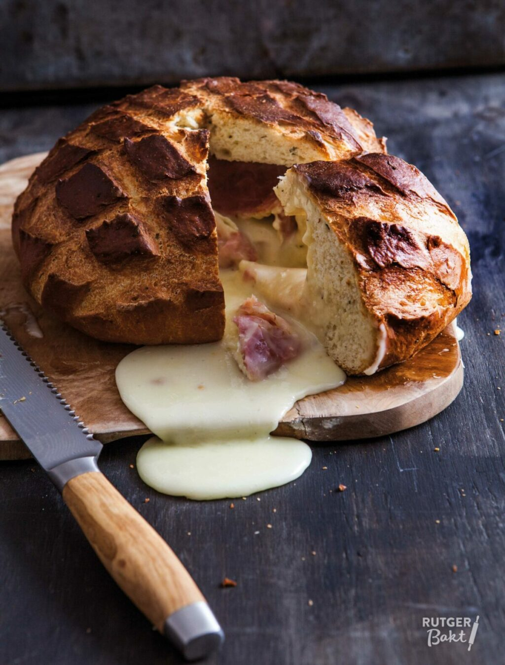 Camembert in brood