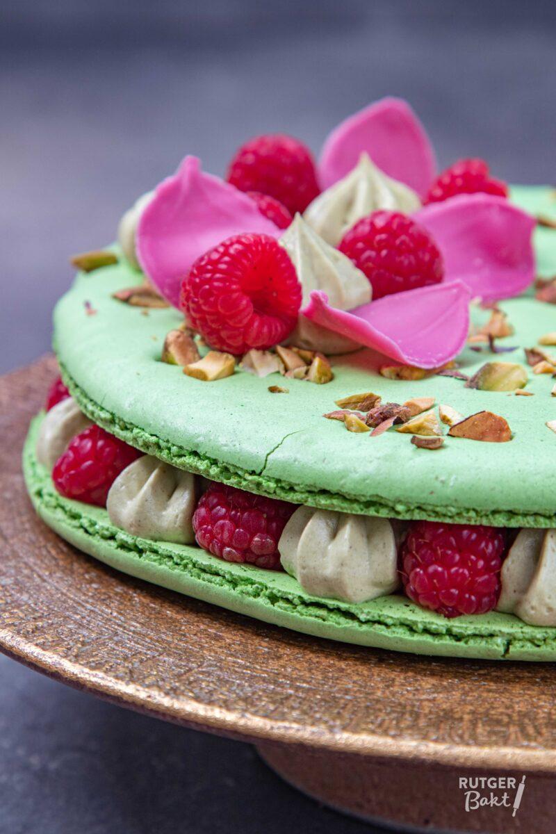 Macaron taart met pistache & frambozen